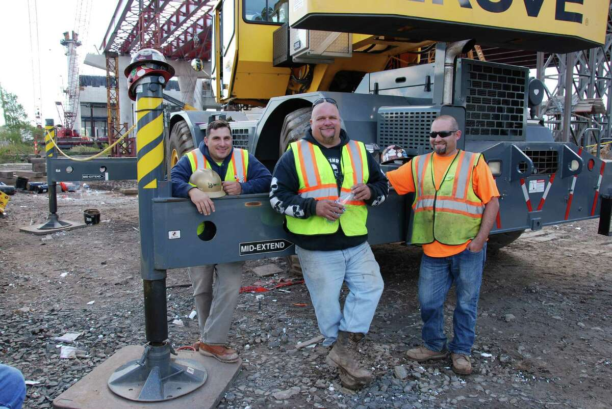 An O&G crew on an I-95 project in New Haven.