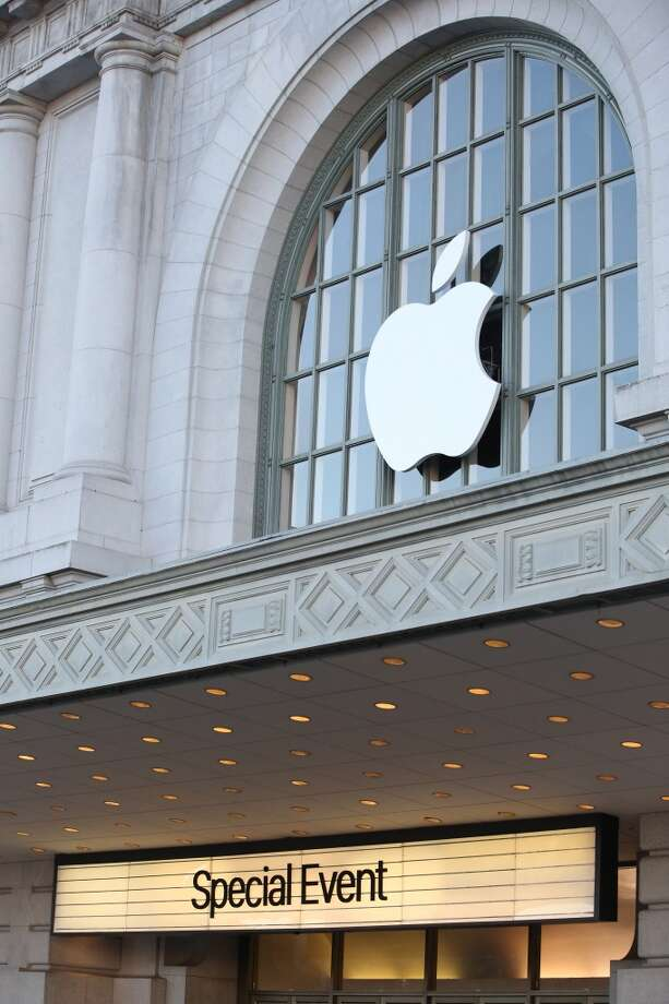 10. AppleLocation: variesPosition: Hardware Engineering Intern/Co-opAverage monthly base pay: $5,723Deadline: VariesAvailable to : College sophomore - graduate student, year 5Source: FastWeb Photo: Stephen Lam, Getty Images