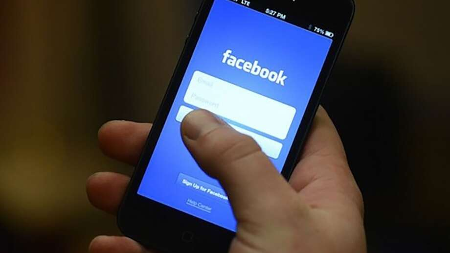 Facebook is accused of crashing the apps of Android users as part of an experiment. Photo: Maria Elena | Flickr