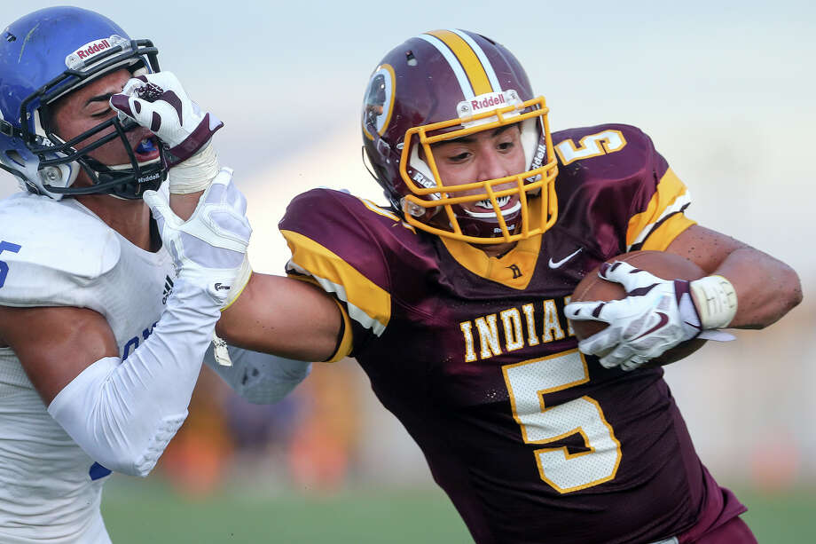 Harlandale runningback Vincent Hernandez (right) tries to elude Somerset's Anthony Estrada during the first half of their game on  Sept. 3. Photo: Marvin Pfeiffer /San Antonio Express-News / Express-News 2015