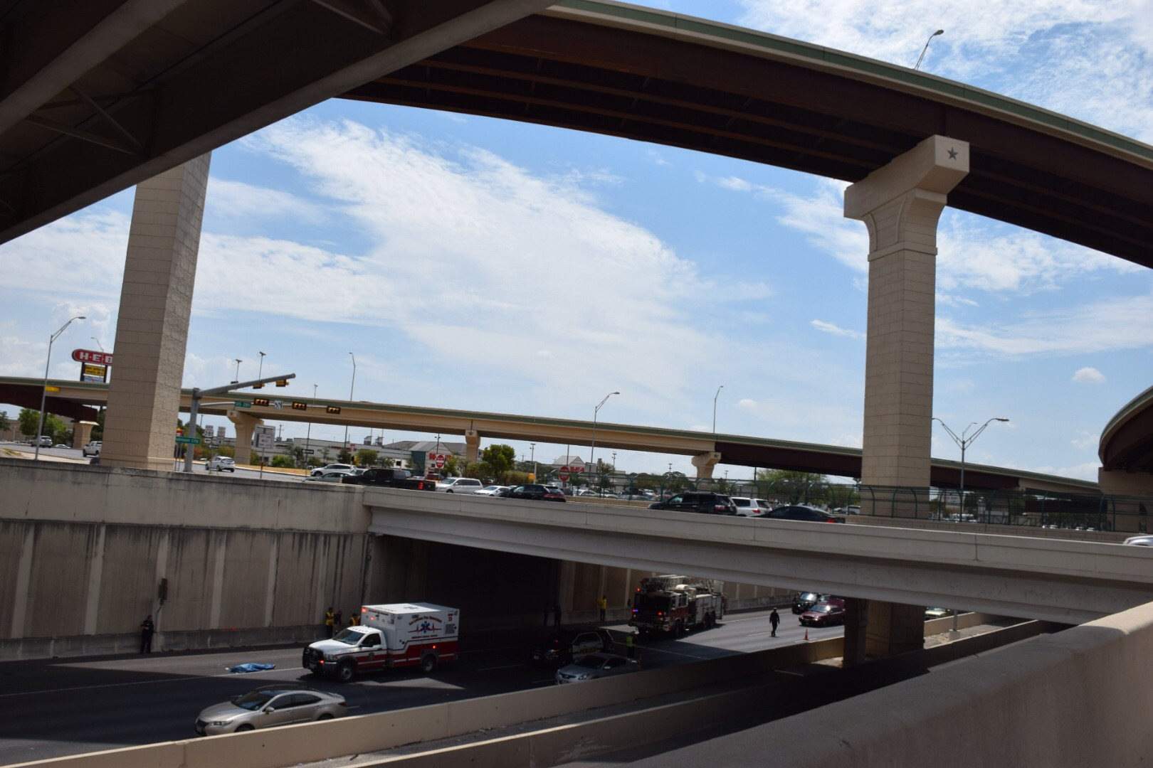 Man Jumps To Death From Loop 1604 Flyover Onto U S 281 In
