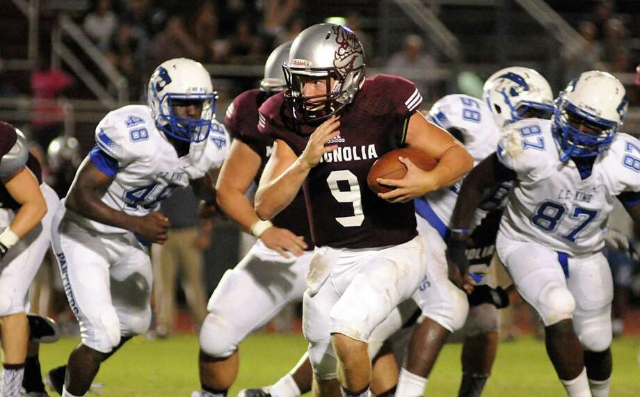 Magnolia quarterback Jacob Frazier and the Bulldogs host Brenham Friday. Photo: David Hopper, Freelance / freelance