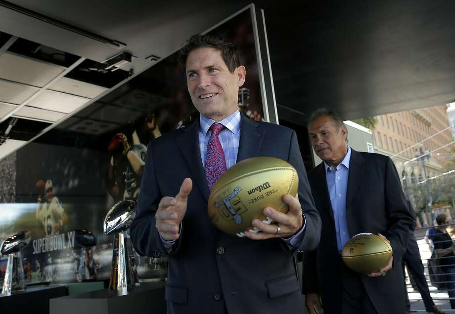 49ers great Steve Young (left) and Raiders great Jim Plunkett made for an impressive welcoming committee. Photo: Michael Macor, The Chronicle