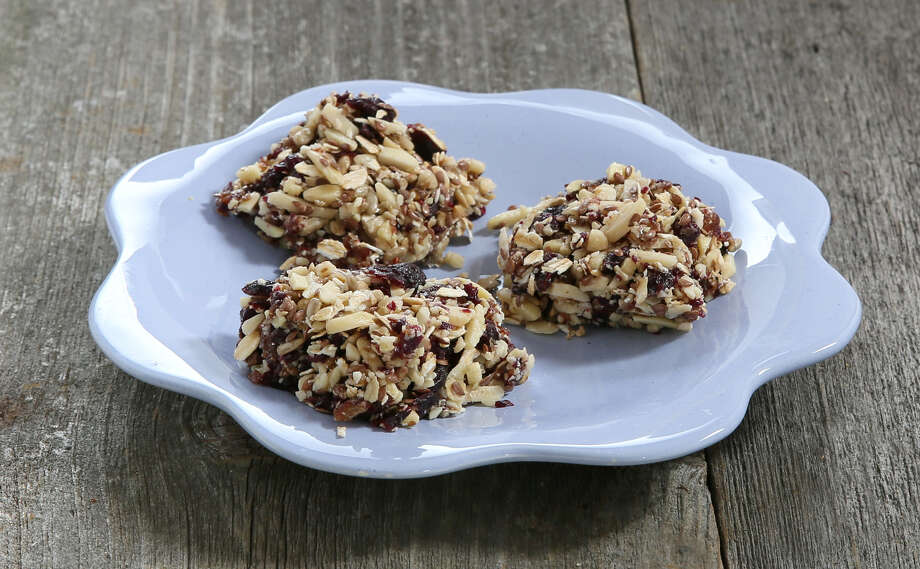 We're back to school, and we're prepping recipes to go along with the change in season. These blueberry granola bites are not only delicious, but also versatile in how they can be served. (Jodie Fitz)