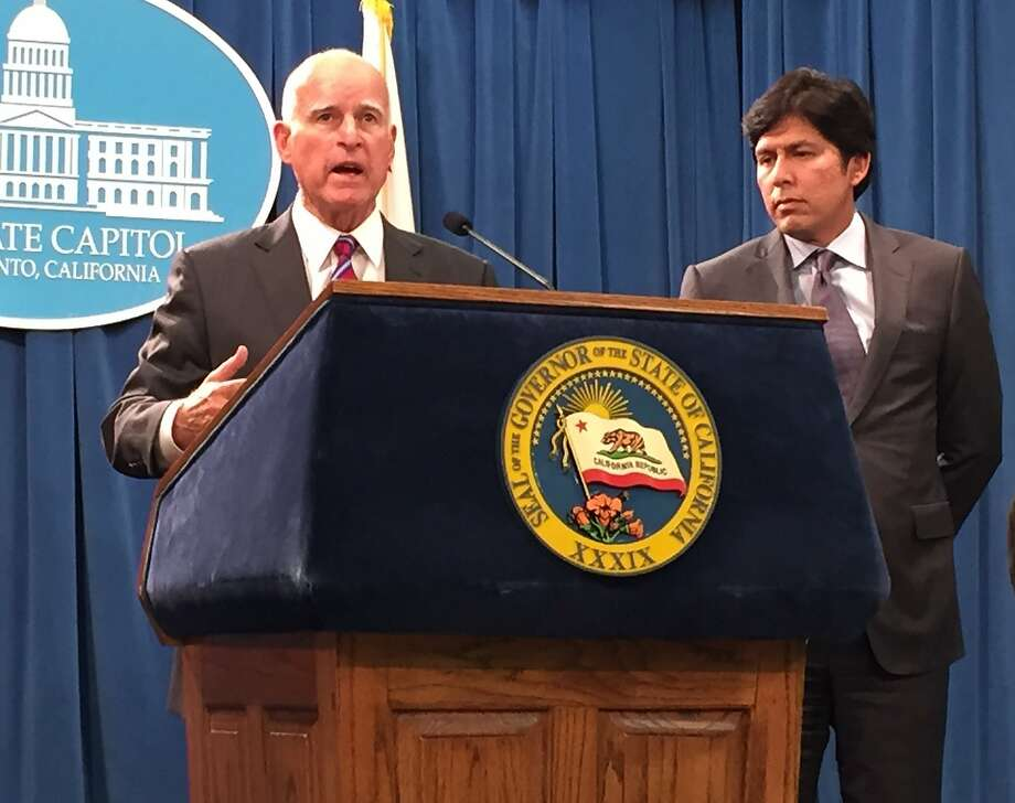 Gov. Jerry Brown and Senate President Kevin de Leon, D-Los Angeles, discuss changes to SB350 that reduce the reach of the climate change legislation. Photo: Melody Gutierrez