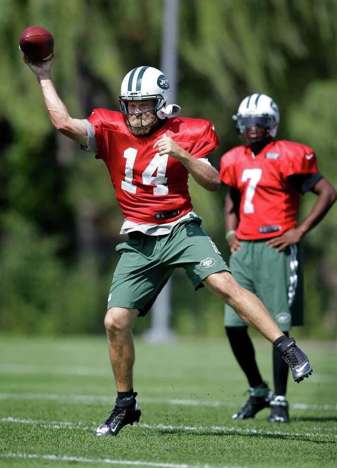 New York Jets quarterback Geno Smith (7) looks on as quarterback Ryan Fitzpatrick (14) throws a pass during NFL football practice Monday, Sept. 7, 2015, in Florham Park, N.J. (AP Photo/Mel Evans) ORG XMIT: NJME103 Photo: Mel Evans / AP