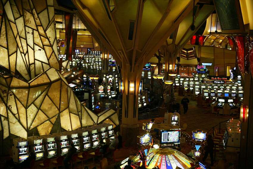 Try your luck at a casino. Connecticut's two casinos offer more than just gambling. You can catch a show, have dinner, go dancing, shop, relax at a spa or go ice skating. Mohegan Sun CasinoFoxwoods Resort Casino