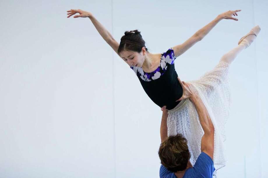Houston Ballet first soloist Aaron Robison lifts principal dancer Yuriko Kajiya during a recent rehearsal. Kajiya has battled hip issues for the past 10 years. Photo: Marie D. De Jesus, Houston Chronicle / © 2015 Houston Chronicle