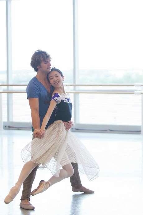 Houston Ballet principal dancer Yuriko Kajiya and first soloist Aaron Robison rehearse at the Houston Ballet Center for Dance. Photo: Marie D. De Jesus, Houston Chronicle / © 2015 Houston Chronicle
