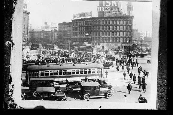 Look at all that pedestrian traffic in this photo of Detroit, taken between 1915 and 1925. The government wants America to start walking again.