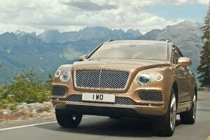 Bentley unveils the world's fastest production SUV - Photo