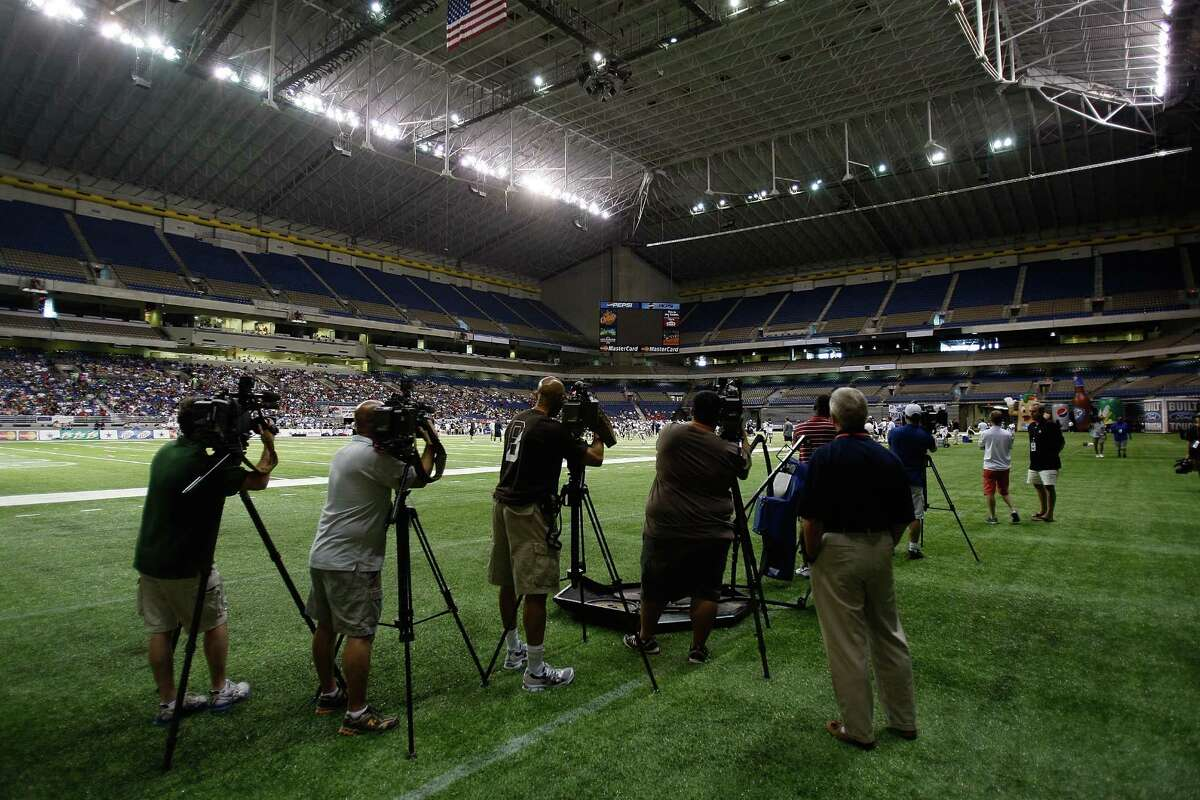 1. Natural light/retractable roof. The Alamodome can be described as
