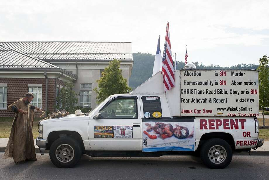 Alan Hoyle has signs on his truck in front of the Rowan County Courthouse in Morehead, Ky. Photo: Ty Wright, Getty Images