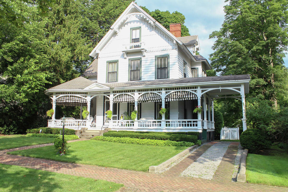 House of the Week: 748 N. Broadway, Saratoga Springs | Realtor: Carole Tarantino or Cindy Manzof of Roohan Realty | Discuss: Talk about this house