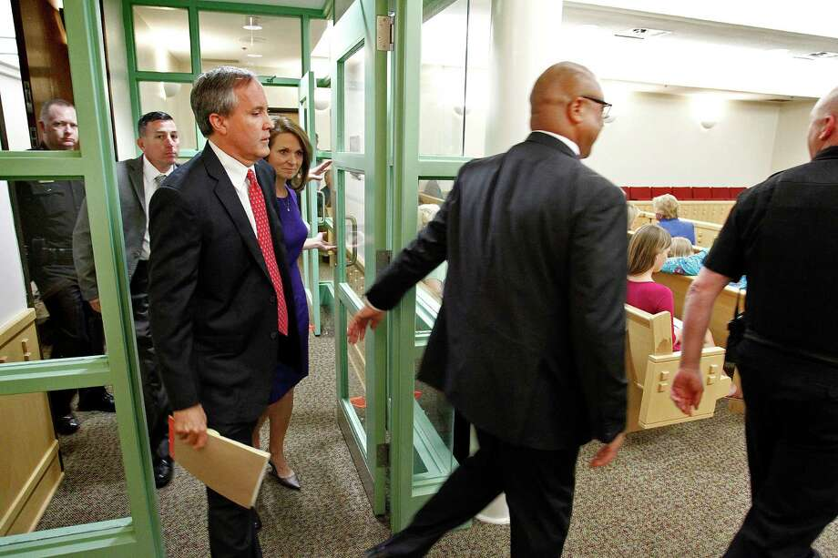 Texas Attorney Gen. Ken Paxton, third left, arrives in court for a hearing on Paxton's felony securities indictment, Thursday, Aug. 27, 2015, at the Tarrant County Courthouse in Fort Worth, Texas. Paxton pleaded not guilty Thursday to charges alleging that he defrauded investors before he became the state's top lawyer, and his attorney Joe Kendall announced that he would no longer represent him.  (Star-Telegram/Rodger Mallison via AP, Pool) Photo: Rodger Mallison, POOL / Associated Press / Pool Star-Telegram