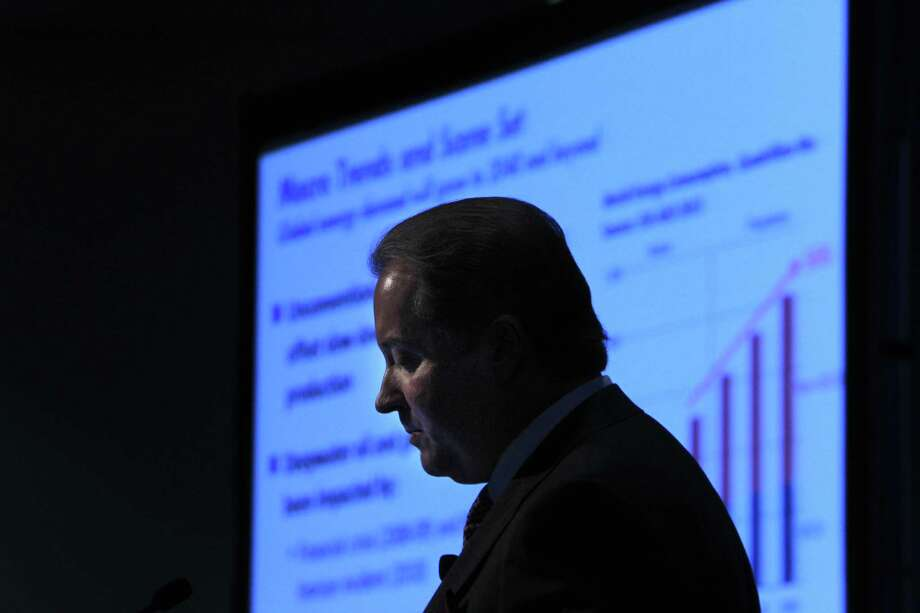 Marathon Oil Corp. CEO Lee Tillman says the company already has found  $600 million it can trim from its 2016 investment budget.( Mayra Beltran / Houston Chronicle ) Photo: Mayra Beltran, Staff / © 2014 Houston Chronicle