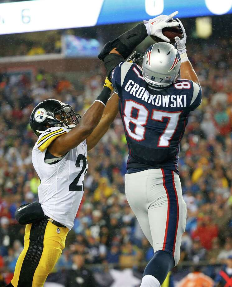 New England Patriots tight end Rob Gronkowski (87) scores his second touchdown over Pittsburgh Steelers safety Mike Mitchell (23) in the first half of an NFL football game, Thursday, Sept. 10, 2015, in Foxborough, Mass. (AP Photo/Winslow Townson) ORG XMIT: FBO226 Photo: Winslow Townson / FR170221 AP
