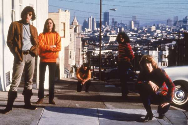 circa 1965:  American psychedelic rock band The Grateful Dead poses on Haight-Ashbury, San Francisco, California, 1960s. Left to right, Bill Kreutzmann, Bob Weir, Ron 'Pigpen' McKernan (1946 - 1973), Jerry Garcia (1942 - 1995) and Phil Lesh.  (Photo by Hulton Archive/Getty Images)