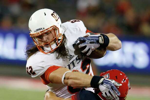 UTSA tight end David Morgan II tries to break the tackle of Arizona safety Carter Hehr during the first half on Sept. 3, 2015, in Tucson, Ariz.
