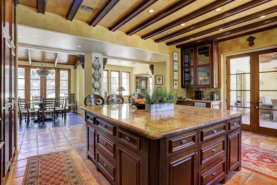 829 Little John Ln. in Houston: $4,725,000 / 5 bedrooms / 4 full and 2 half bathrooms / 6,701 square feet