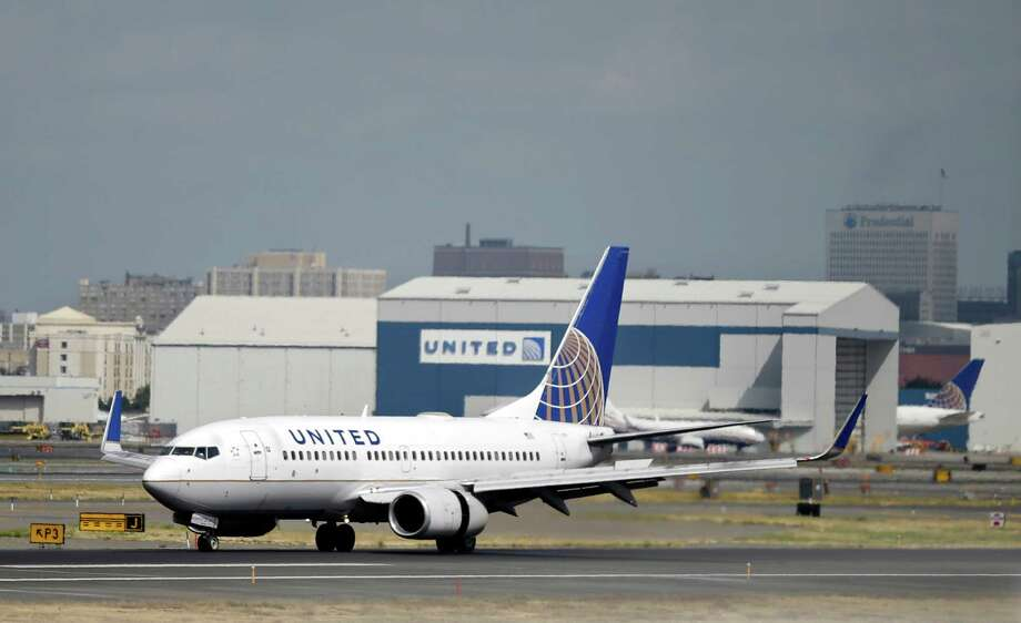A United Airlines passenger plane lands at Newark Liberty International Airport Wednesday, Sept. 9, 2015, in Newark, N.J. On Tuesday, Sept. 8, 2015, United Airlines abruptly replaced its CEO as a federal investigation continued into whether the airline gave preferential treatment to a former chairman of the agency that operates the New York-area airports who has political ties to New Jersey Gov. and presidential candidate Chris Christie. United Continental Holdings Inc. said Tuesday that Jeffery Smisek and two other senior executives had stepped down. Oscar Munoz, a railroad executive and head of United's audit committee, was named CEO and president. (AP Photo/Mel Evans) Photo: Mel Evans, STF / AP