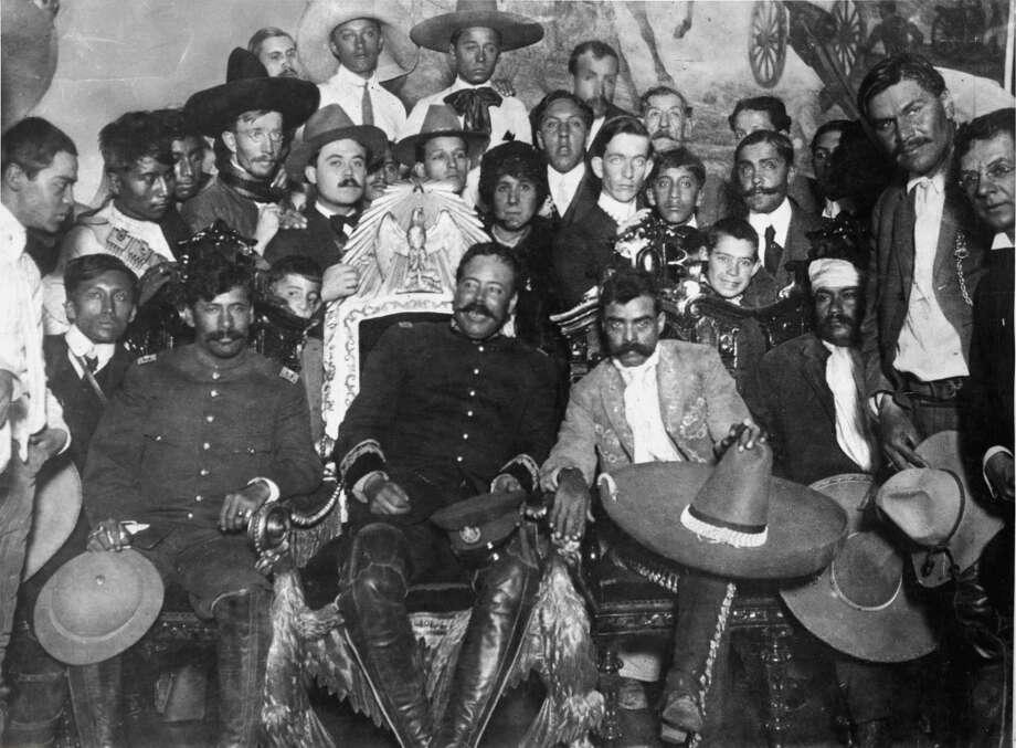 Emiliano Zapata after taking Mexico City. Zapata holds the sombrero. To his left is Pancho Villa. Far left: Tomas Urbina; far right: Otilio Montano. Photo: Ullstein Bild, Ullstein Bild Via Getty Images