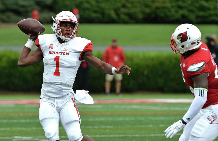 Houston's Greg Ward Jr. (1) attempts a pass away from the pursuit of Louisville's Keith Kelsey (55) during the first half of an NCAA college football game in Louisville, Ky. Saturday, Sept. 12, 2015. (AP Photo/Timothy D. Easley) Photo: Timothy D. Easley, Associated Press / FR43398 AP