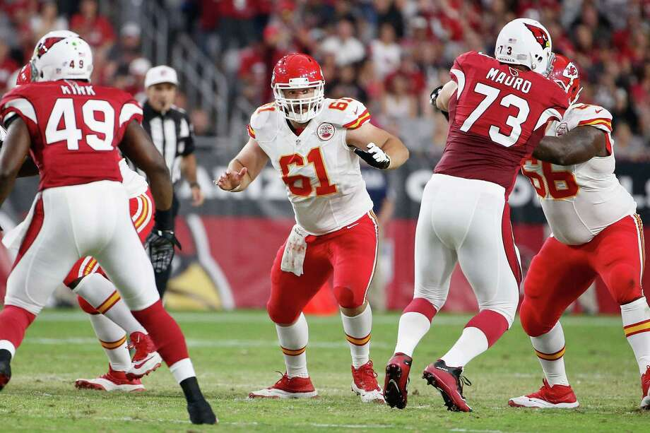 GLENDALE, AZ - AUGUST 15:  Center Mitch Morse #61 of the Kansas City Chiefs in action during the pre-season NFL game against the Arizona Cardinals at the University of Phoenix Stadium on August 15, 2015 in Glendale, Arizona.  (Photo by Christian Petersen/Getty Images) Photo: Christian Petersen, Staff / 2015 Getty Images
