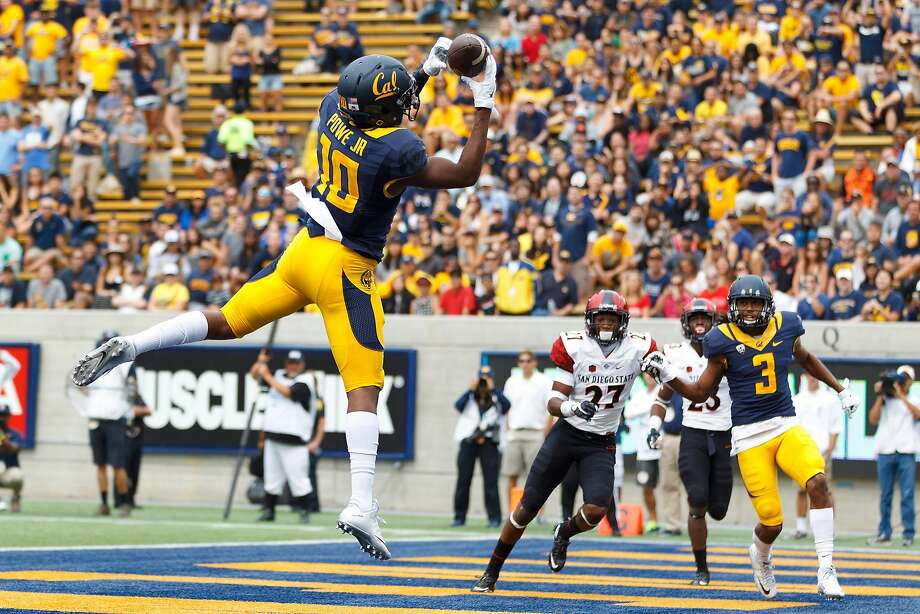 Wide receiver Darius Powe (10) scored Cal's first touchdown, a 4-yard pass from Jared Goff early in the second quarter. Photo: Jason O. Watson, Getty Images