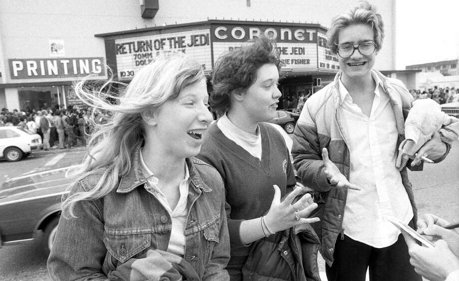 """Crowds flock to the Coronet to see """"Return of the Jedi"""" in 1983. Photo: Eric Luse / Eric Luse / The Chronicle 1983 / ONLINE_YES"""