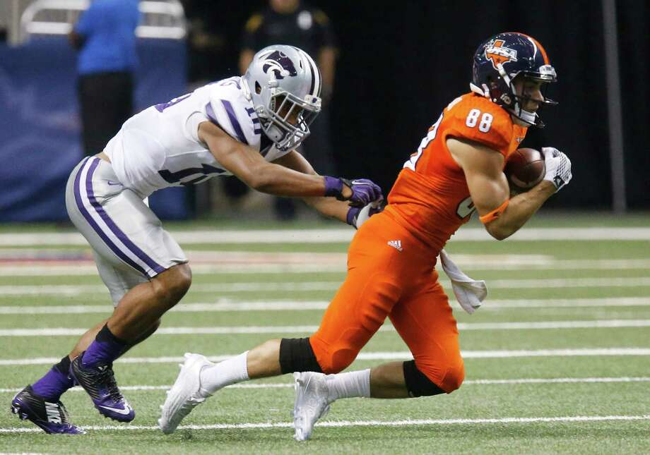 UTSA's Aaron Grubb (88) gets pushed down after a pass reception by Kansas State Wildcats's Donnie Starks (10) in the second half at the Alamodome on Saturday, Sept. 12, 2015. Wildcats defeat the Roadrunners, 30-3. Photo: Kin Man Hui /San Antonio Express-News / ©2015 San Antonio Express-News