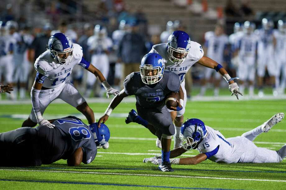 John Jay High School plays Del Rio High School, a week after two John Jay players intentionally hit a referee, in San Antonio, Sept. 11, 2015. The hit on the unsuspecting referee has made people ponder whether the incident is a broader lesson about the dark side of high school sports or just an isolated moment of terrible behavior. (Matthew Busch/The New York Times) ORG XMIT: XNYT30 Photo: MATTHEW BUSCH / NYTNS