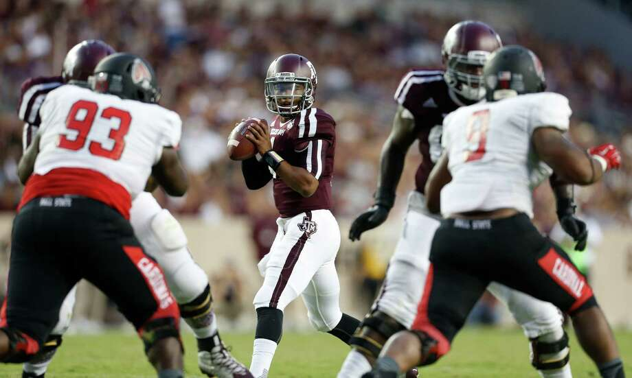 Texas A&M Aggies quarterback Kyler Murray (1) drops back to pass the ball during the second quarter of an NCAA college football game at Kyle Field on Saturday, Sept. 12, 2015. Photo: Karen Warren, Houston Chronicle / © 2015 Houston Chronicle