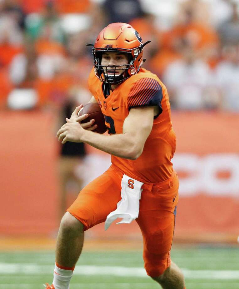 Syracuse's Eric Dungey runs the ball in the first half of an NCAA college football game against Wake Forest in Syracuse, N.Y., Saturday, Sept. 12, 2015. Syracuse defeated Wake Forest, 30-17. (AP Photo/Nick Lisi) ORG XMIT: NYNL110 Photo: Nick Lisi / FR171024 AP
