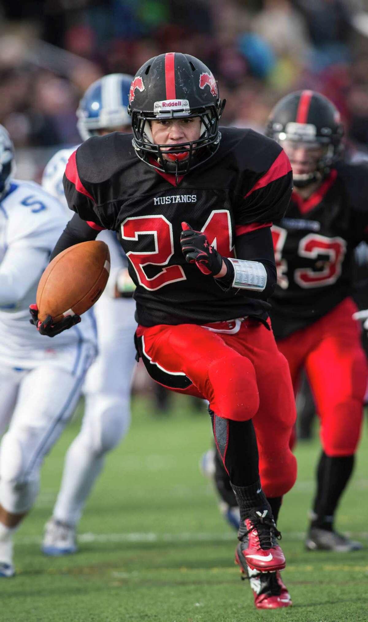Warde's Bryan Azarian runs for a touchdown against rival Ludlowe last season.