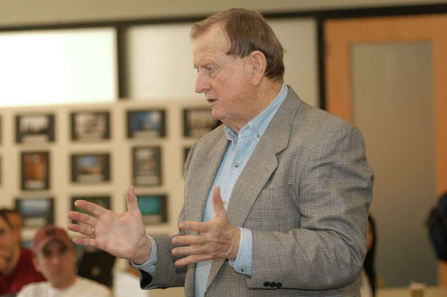 """San Antonio billionaire B.J. """"Red"""" McCombs visits with University of Texas at Austin business students at an event at the UT Red McCombs School of Business. Photo: Courtesy /Red McCombs School Of Business / Mark S. Rutkowski"""