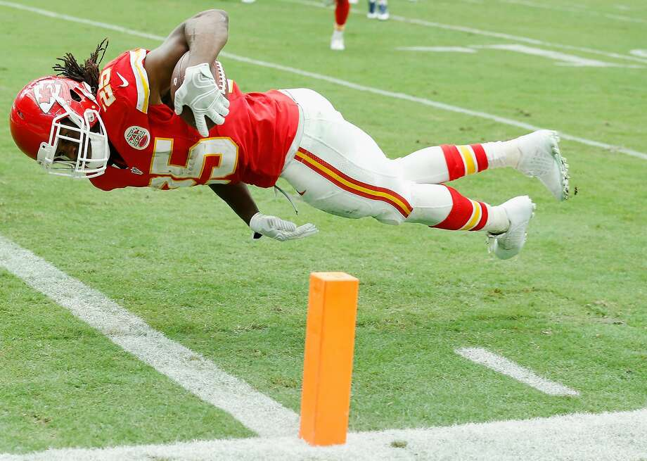 Kansas City's Jamaal Charles takes a parallel route to the end zone in scoring a first-half touchdown. Photo: Scott Halleran