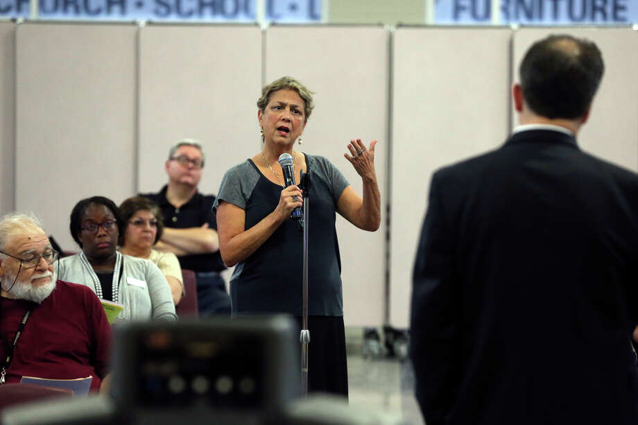 Chula Boyle, a retired educator, poses some questions as SAISD Superintendent Pedro Martinez lays out his five year plan to parents and community members during a town hall meeting in the Highlands High School cafeteria on  September 10, 2015. Photo: Tom Reel / San Antonio Express-News