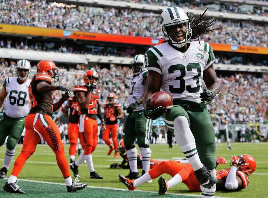 New York Jets running back Chris Ivory (33) celebrates after rushing for a touchdown during the first half of an NFL football game before an NFL football game between the Sunday, Sept. 13, 2015 in East Rutherford, N.J. (AP Photo/Kathy Willens) ORG XMIT: ERU110 Photo: Kathy Willens / AP