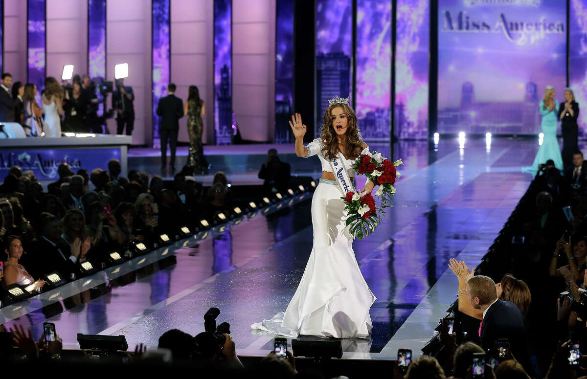 Miss Georgia Betty Cantrell waves after being crowned Miss America 2016 at the 2016 Miss America pageant, Sunday, Sept. 13, 2015, in Atlantic City, N.J.
