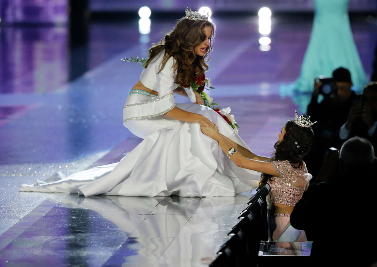 Miss Georgia Betty Cantrell greets a fan after being crowned Miss America 2016 at the 2016 Miss America pageant, Sunday, Sept. 13, 2015, in Atlantic City, N.J.
