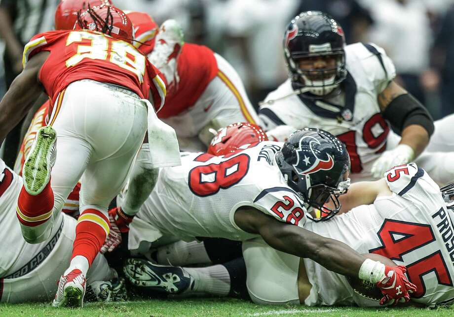 Texans running back Alfred Blue stretches in vain as he tries for a first down against the Chiefs in the third quarter. Blue carried nine times for 42 yards. Photo: Brett Coomer, Staff / © 2015  Houston Chronicle