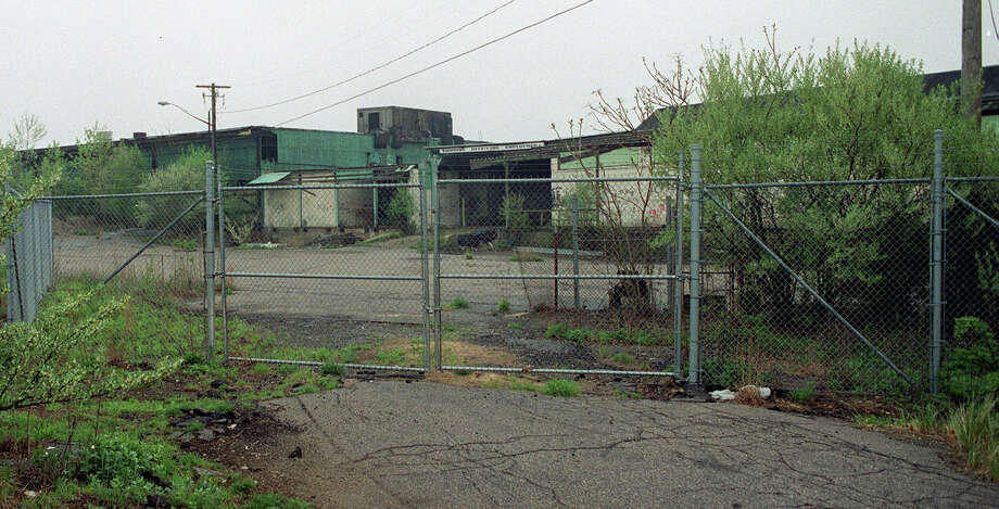 The abandoned Batchelder site in Newtown Photo: \Carol Kaliff / The News-Times File Photo