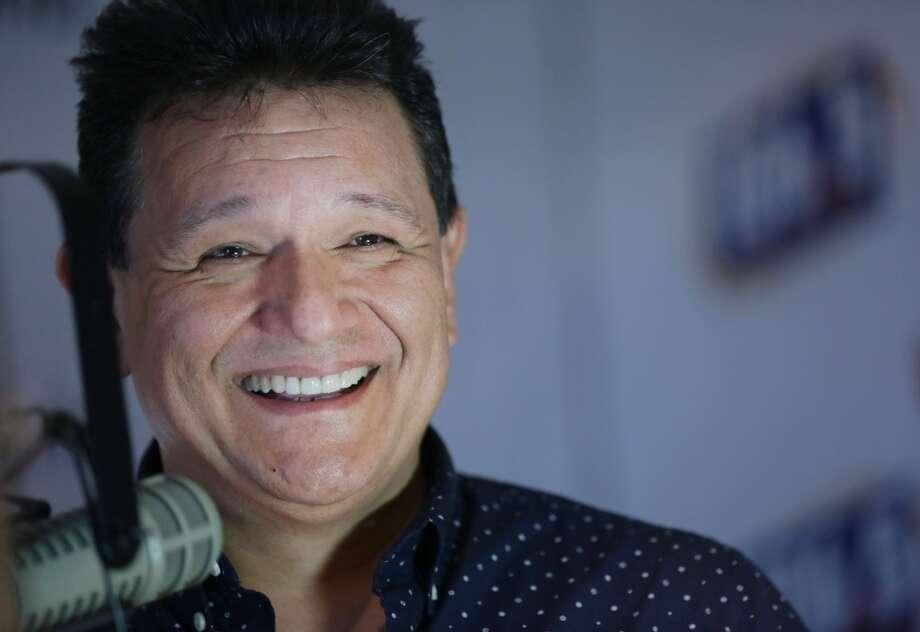 Renzo Heredia, el popular locutor de la 106.5 Recuerdo FM, trabajó por muchos años en la banca privada pero siempre soñaba con la radio. No le fue fácil, pero lo logró y ahora es una de las voces más reconocidas de Univisión Radio. Photo: Jon Shapley, Houston Chronicle
