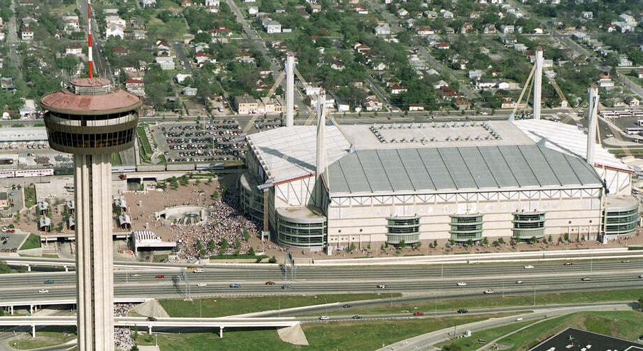 San Antonio's Tower of the Americas stands in front of the Alamodome in 1998 during the NCAA Men's Final Four. Photo: Express-News File Photo / SAN ANTONIO EXPRESS-NEWS