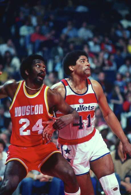 LANDOVER, MD - CIRCA 1978:  Wes Unseld #41 of the Washington Bullets fights for position with Moses Malone #24 of the Houston Rockets during an NBA basketball game circa 1978 at the Capital Centre in Landover, Maryland. Unseld played for the Bullets from 1968-81. (Photo by Focus on Sport/Getty Images) Photo: Focus On Sport, Contributor / 1978 Focus on Sport