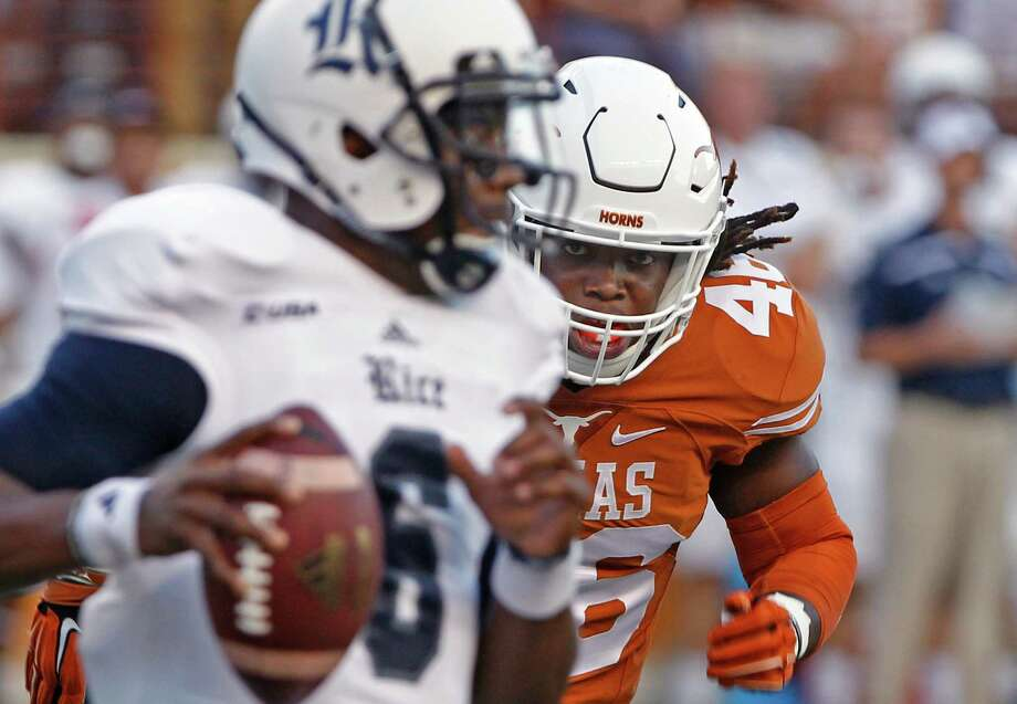 Texas linebacker Malik Jefferson chases Rice quarterback Driphus Jackson during the first half on Sept. 12, 2015, in Austin. Photo: Michael Thomas /Associated Press / FR65778 AP