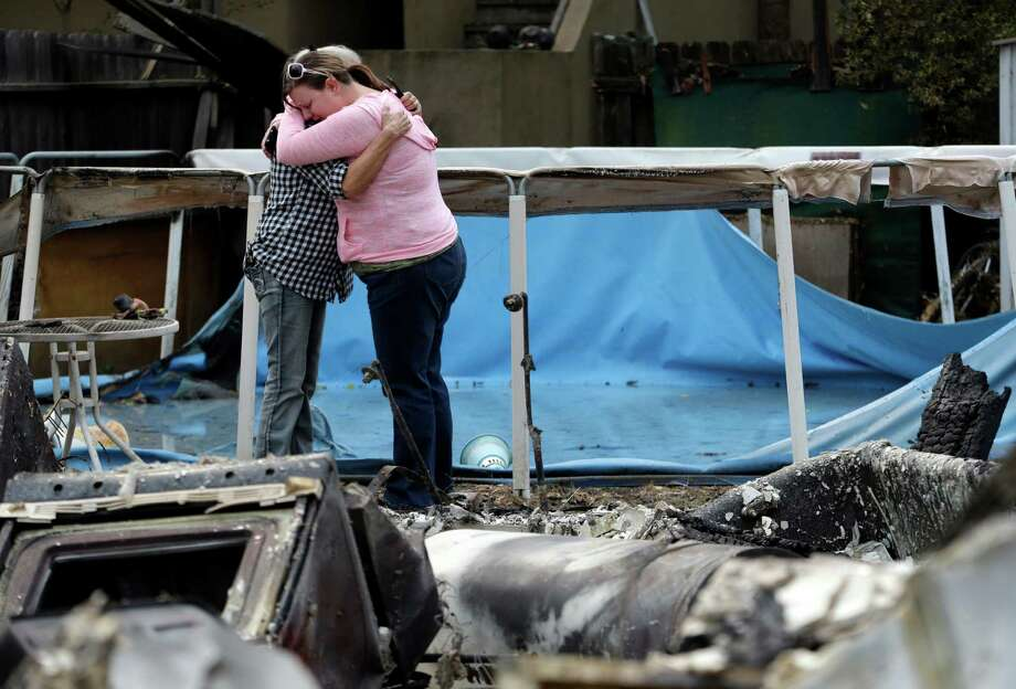 Deanna Hingst (right) embraces her mother, Shirley Leuzinger, as they stand at the family's destroyed home in Middletown, in Northern California. Photo: Elaine Thompson /Associated Press / AP