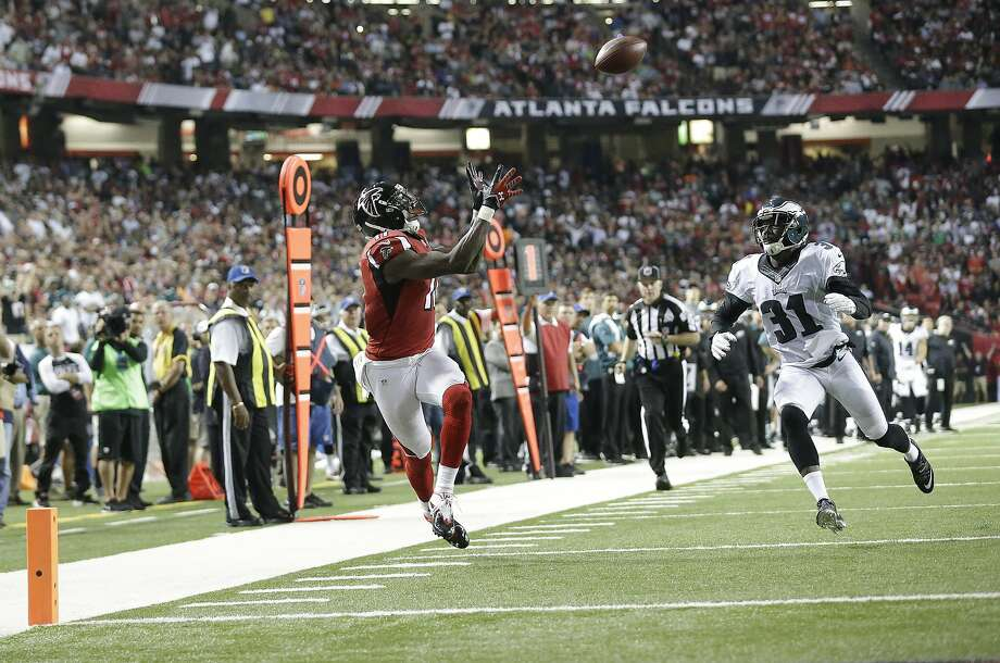 Falcons wide receiver Julio Jones (11) prepares to haul in a touchdown against Eagles defensive back Byron Maxwell. Photo: Brynn Anderson, Associated Press