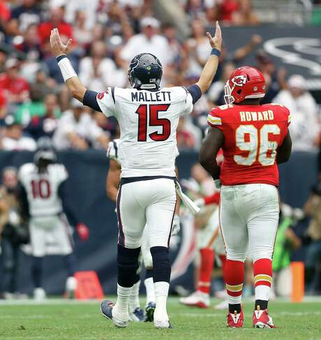 Texans coach Bill O'Brien may have created a quarterback controversy by refusing to publicly name Brian Hoyer or Ryan Mallet (15) his starter for the game at Carolina until Sunday. Photo: Karen Warren, Staff / © 2015 Houston Chronicle